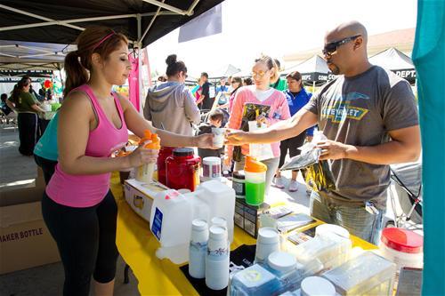 2011 Fontana Days Run - Woman Handing Man a Cup